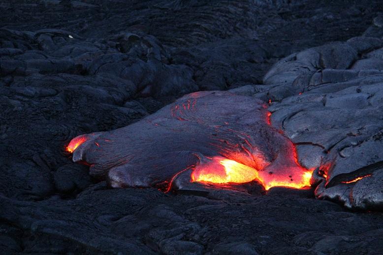 ハワイ島3泊4日の旅(3, 4日目)ドロドロ流れる溶岩を目指して溶岩ウォーク