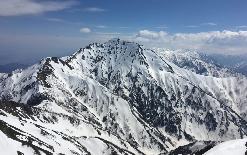 登山用品のレンタルを検討中の初心者に伝えたいメリット・デメリット
