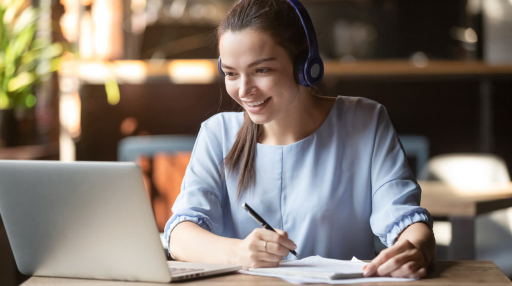 DMM英会話の魅力:教材が豊富でTOEIC/TOEFL/IELTS対策にもおすすめ。ただし注意点あり